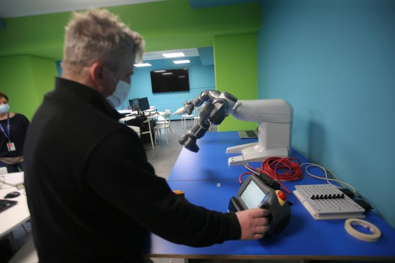 Monza, primo laboratorio in Italia con cobot